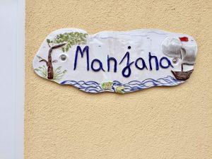 """Türschild des Ferienhauses """"Manjana"""""""